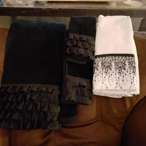 6 Decorative Towels